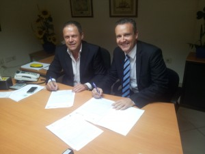 Firma de Convneio D. Agustín Hidalgo y Eric Espino